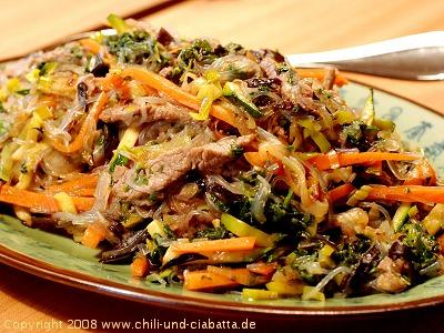 Glasnudel-Gemüsepfanne mit Rindfleisch
