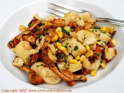 Gnocchi mit Pfifferlingen, Mais und Salbeibutter