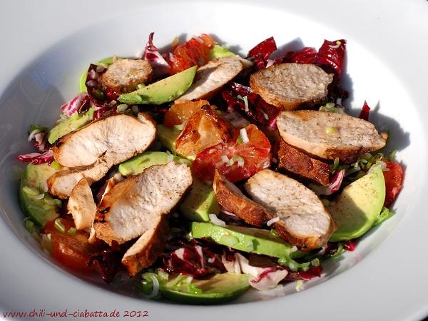 Avocado-Blutorangen-Radicchiosalat mit Hähnchenbrust
