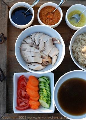 Huhn und Reis mit Saucen nach Hainan-Art