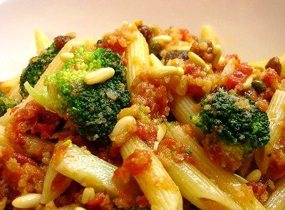 Penne mit Broccoli und Sardellen
