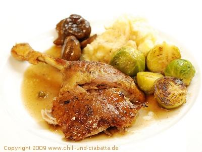 Honig-Pfeffer-Ente mit Rosenkohl und Maronen