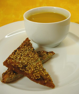 Suppe mit Garnelen-Toasts