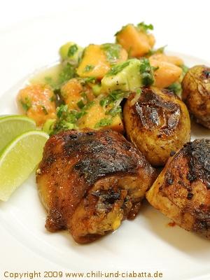 Jerk-Hähnchen mit kreolischen Kartoffeln und Avocado-Papaya-Salat