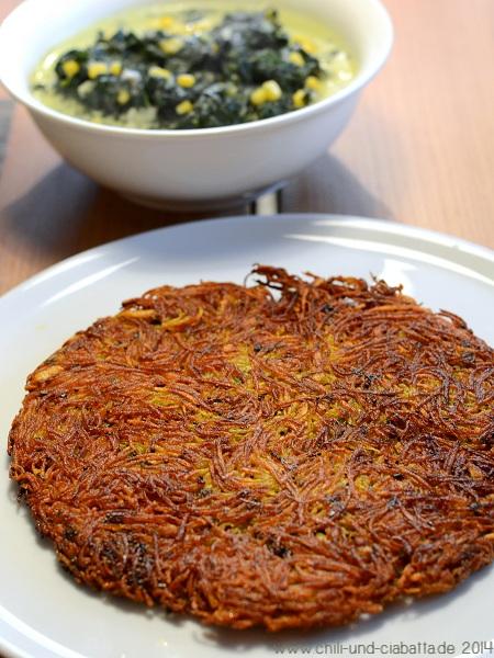 Kartoffelkuchen indisch mit Blattspinat in Kokosmilch