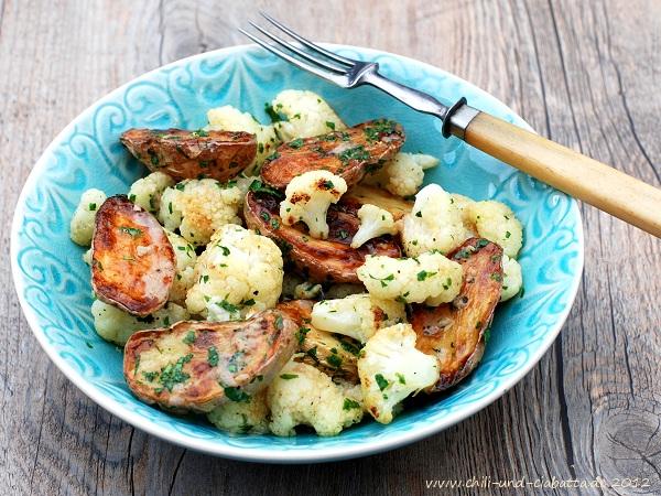 Kartoffeln und Blumenkohl aus dem Ofen