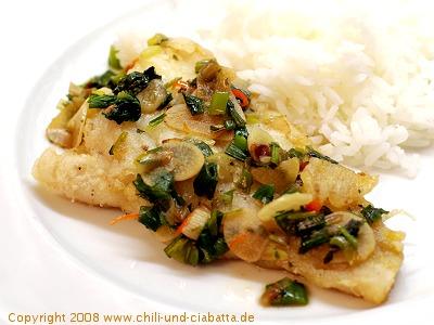 Knuspriger Fisch mit scharfer Knoblauchsauce