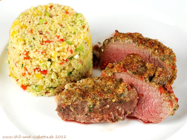 Lamm im Ingwer-Chili-Mantel auf lauwarmem Couscous-Salat