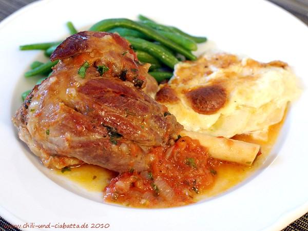 Lammstelzen mit Tomaten, Bohnen und Kartoffel-Kohlrabi-Gratin
