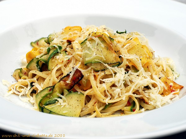 Nudeln mit Zucchini und Ziegenfrischkäse