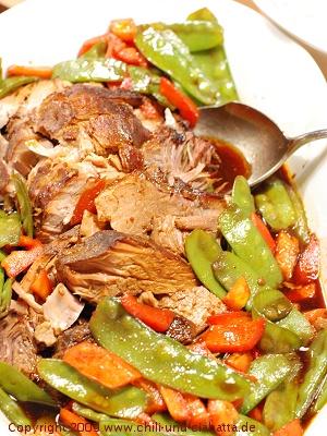 Mahagoni-glasiertes Schwein mit Gemüse
