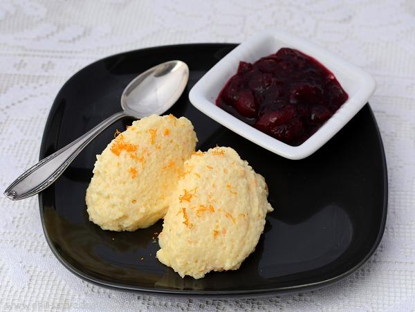 Orangen-Grieß-Mousse mit Cranberry-Kompott