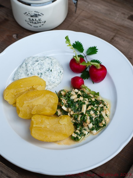 Kartoffeln mit Schnittlauchsalat, Kräuterquark und Radieschen