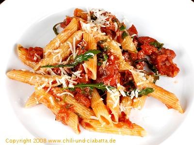 Penne mit Chorizo-Tomatensauce und Rucola