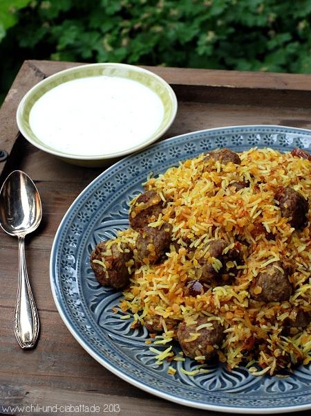 Persischer Reis mit Hackbällchen, Datteln und Joghurt