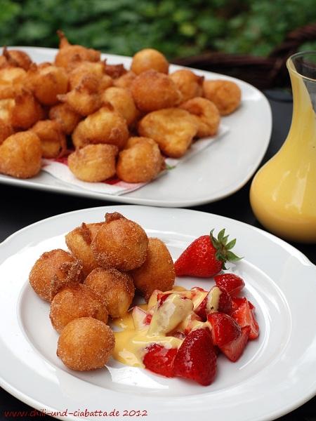 Pfittele mit Erdbeeren und Eierlikörschaum