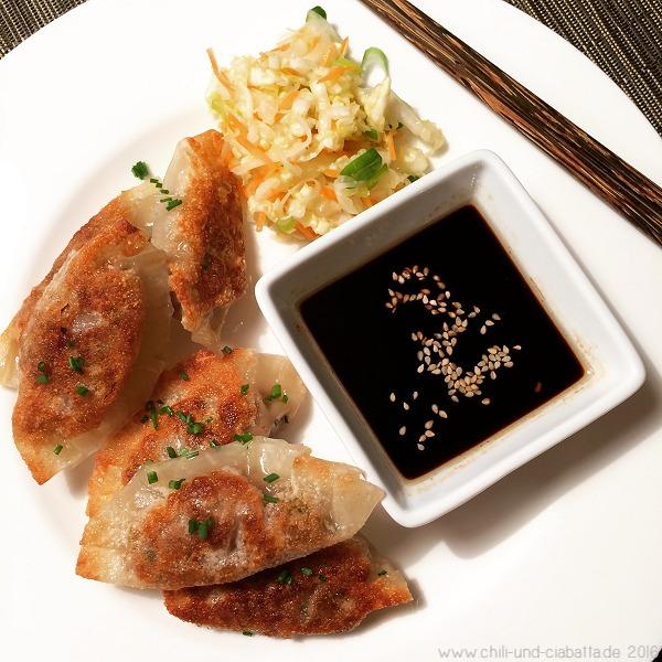 Schweinefleisch-Potstickers mit Asia-Coleslaw