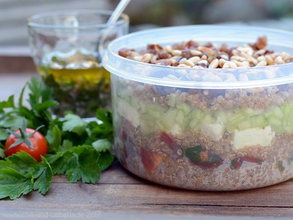 Quinoa-Feta-Schichtsalat