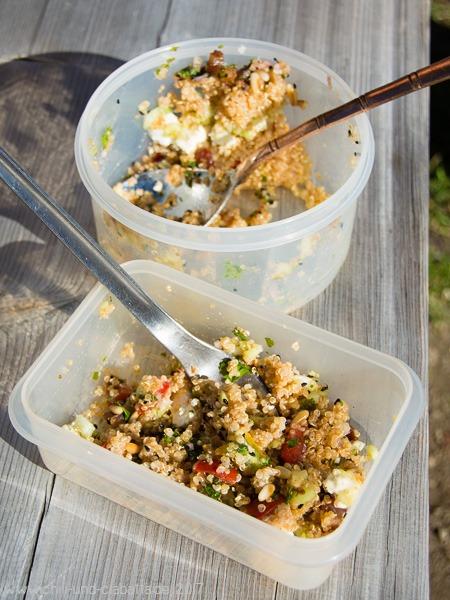 Quinoa-Feta-Schichtsalat als Wanderverpflegung