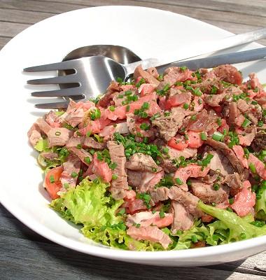 Salat mit gegrilltem Rindfleisch