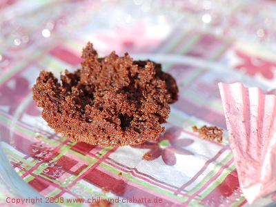 Schokoladen-Pudding-Muffins, angebissen