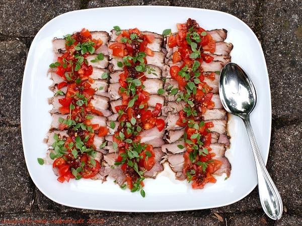 Kalter Braten mit Tomaten-Dressing
