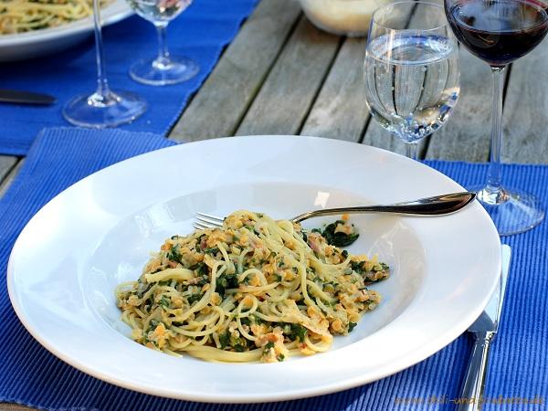 Spaghetti mit Spinat und roten Linsen