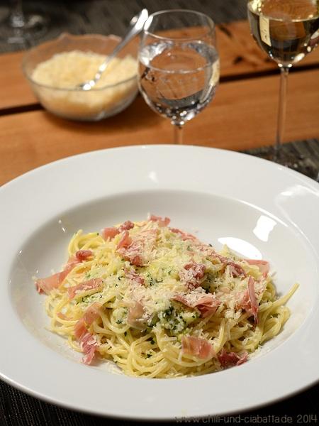 Spaghetti in Zucchini-Zitronen-Chili-Sahnesauce