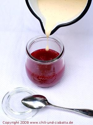 Stachelbeergrütze mit Vanillesauce