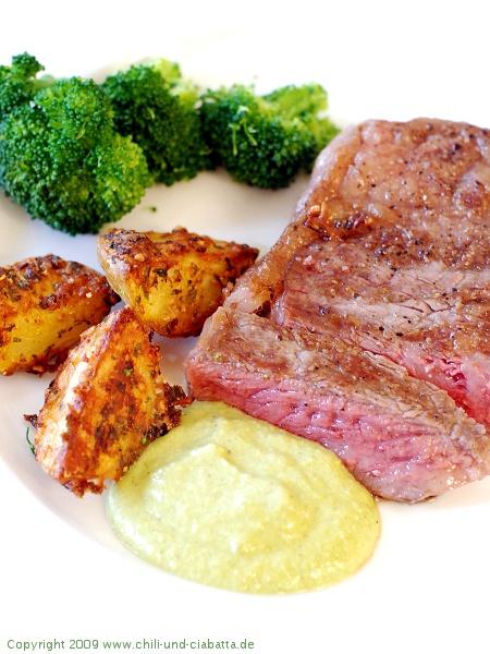 Steak mit Paremsankartoffeln und Chili-Salsa