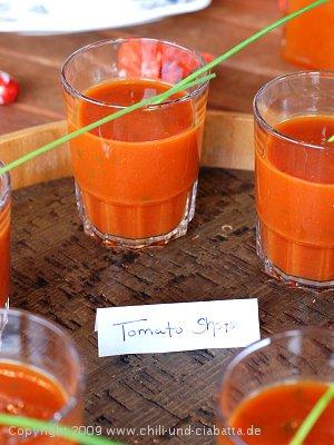 Tomatensuppe in Gläsern