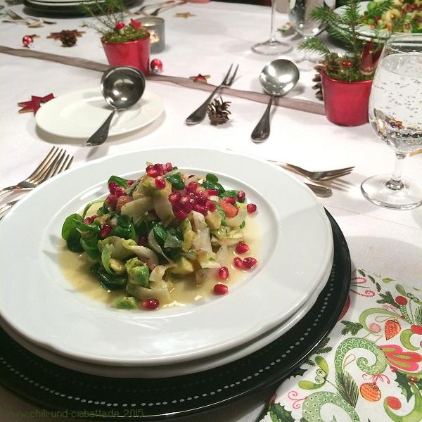 Winterlicher Salat mit Datteln und Granatapfelkernen