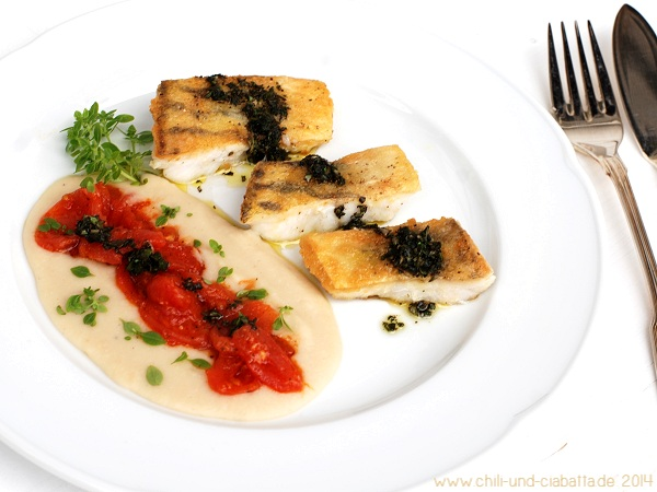 Zander mit weißem-Bohnen-Püree, Tomaten und Kräuteröl