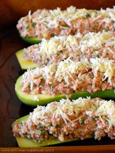 Gefüllte Zucchini mit Lammhack und Frischkäse